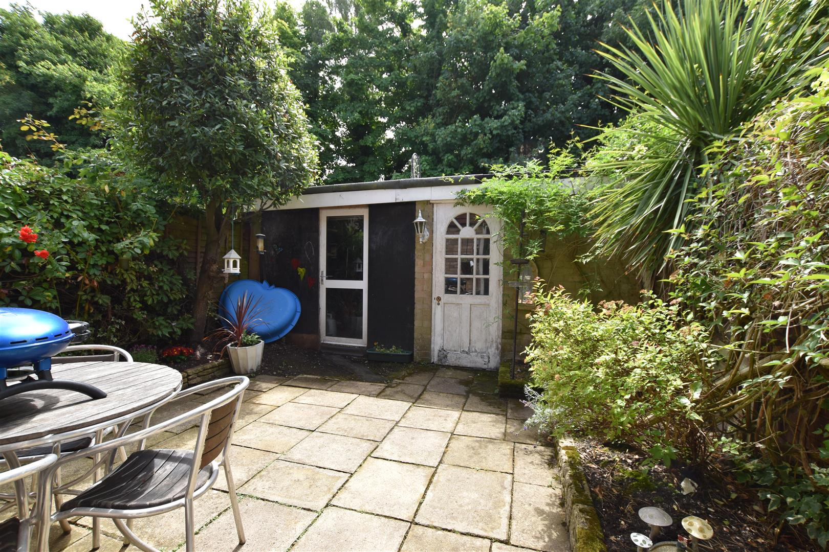3 Bedrooms Semi Detached House for sale in Holmesdale Road, Reigate